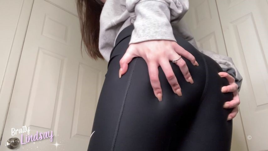 [Full HD] Bratty Lindsay Yoga Pants Worship Bratty Lindsay - ManyVids-00:11:03 | Yoga Pants,Ass Worship,Goddess Worship,Brunette,Brat Girls - 816,3 MB