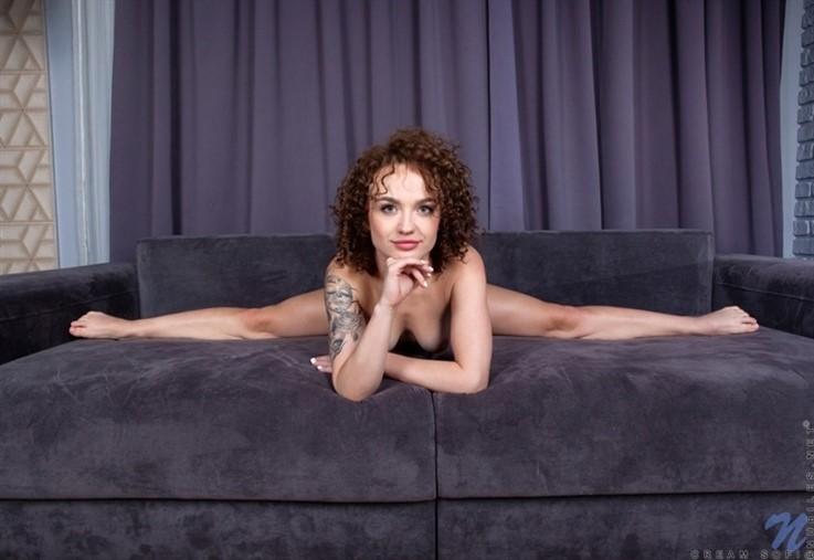 [Full HD] Cream Sofi - Curly Haired Cutie 17.02.21 Mix - SiteRip-00:19:23 | Medium Boobs, Thongs, Shaved Pussy, European, Solo, High Heels, Short Girls, Short Hair, Brunette, Fair Skin - 2,9 GB