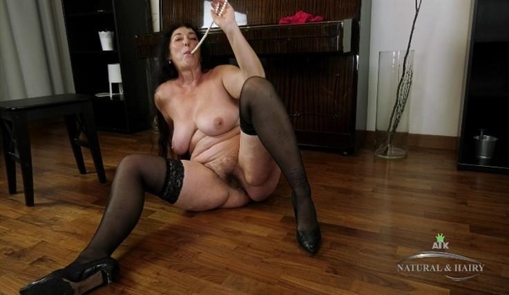 [Full HD] Esmeralda - Masturbation 30.07.20 Mix - SiteRip-00:14:58 | Masturbate, Posing, Solo, Big Tits, Mature, Hairy, Big Butt - 937,1 MB