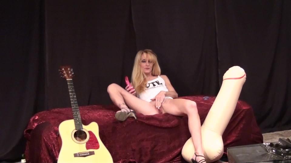 [Full HD] Gina Starr Gina Plays Herself Gina Starr - ManyVids-00:13:59 | Masturbation,Dildo Fucking,MILF,Blonde,Moaning Fetish - 1 GB