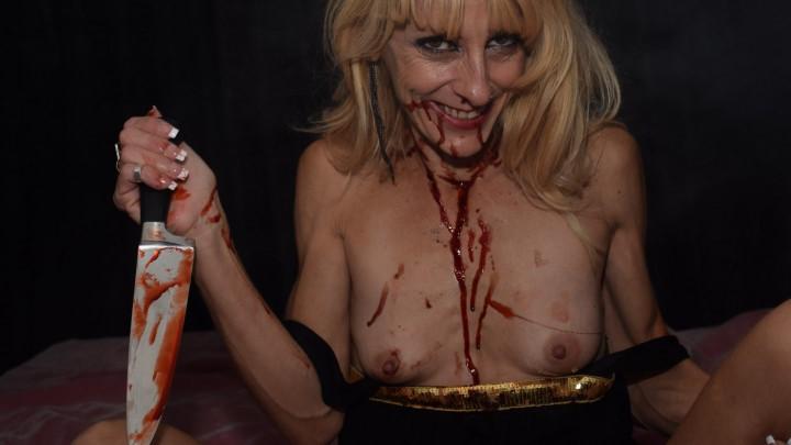 [Full HD] Gina Starr Living Dead Girl Gina Starr - ManyVids-00:19:17   Clowns,Costume,MILF,Blonde,Acting - 693,8 MB