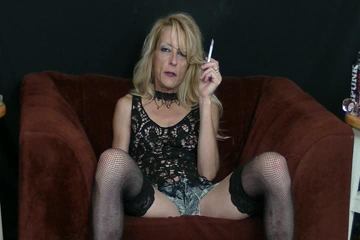 [SD] Gina Starr Smoking Condom Maddness Gina Starr - ManyVids-00:28:06 | Condom Blowjobs,Smoking,Blonde,Cum Swallowers,MILF - 666,5 MB