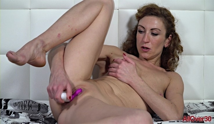 [Full HD] Julia North - Ladies With Toys 08.01.20 Mix - SiteRip-00:10:44 | Toys, Posing, Mature, Small Tits, Masturbate, Solo - 927,5 MB