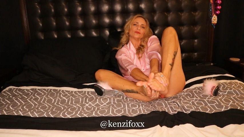 [Full HD] kenzifoxx foot teaser kenzifoxx - ManyVids-00:10:13 | Feet,Masturbation,MILF,Blonde - 170,3 MB