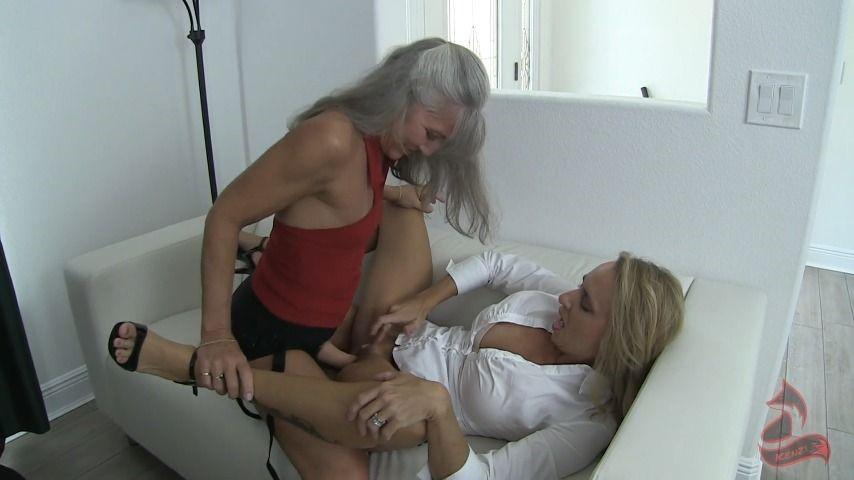[Full HD] Kenzifoxx Lesbian Strap On Play At Work Kenzifoxx - ManyVids-00:13:31 | Girl Girl,High Heels,MILF,Secretary,Strap-On - 271,2 MB