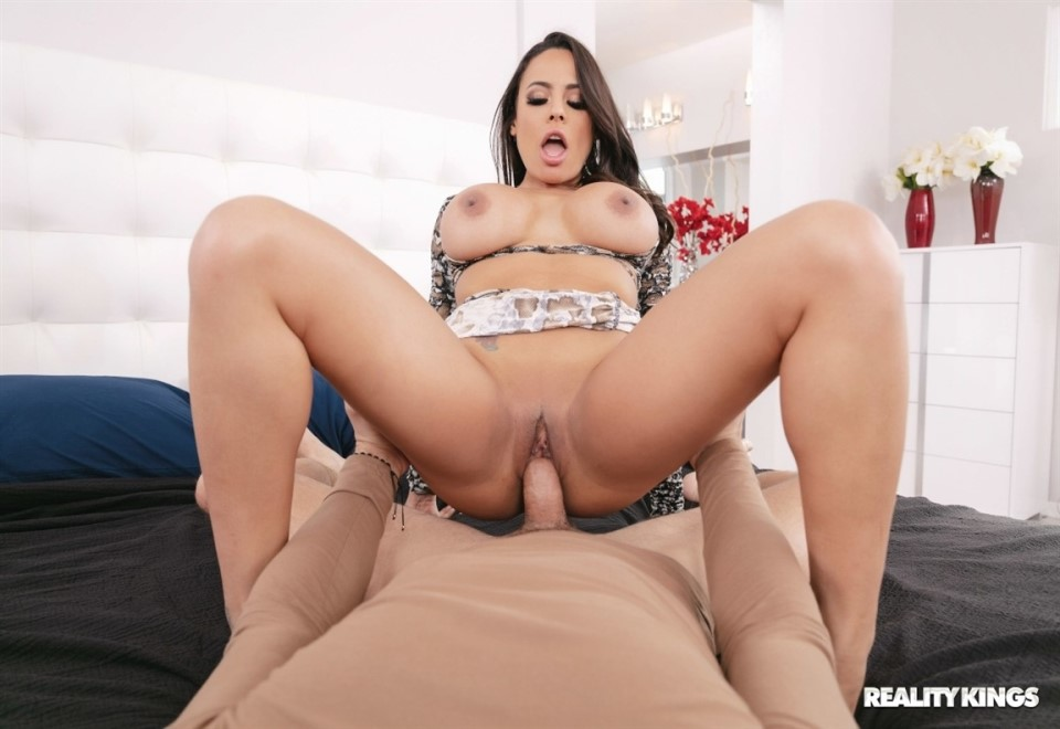 [Full HD] Luna Star - I Saw You Staring Luna Star - SiteRip-00:25:07 | All Sex, Big Tits, Blowjob - 833,8 MB