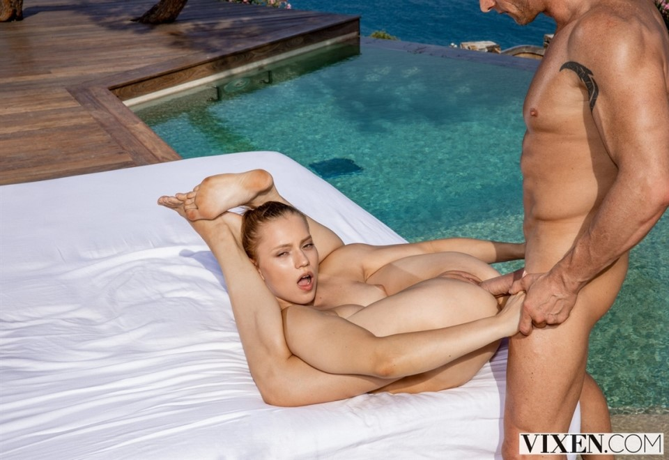 [HD] Mia Split - Flexible Mix - SiteRip-00:38:52 | Doggystyle, Small Tits, Blowjob, Riding, Facial, Reverse Cowgirl, Missionary, Pussy Licking, 69, Blonde - 2,3 GB