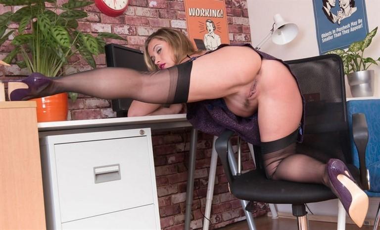 [Full HD] Olga Cabaeva - Playing For The Boss Olga Cabaeva - SiteRip-00:16:04 | Masturbation, Solo, Nylons, High Heels, Stockings - 1,3 GB