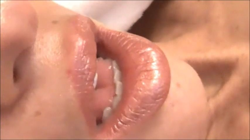 [SD] Red Heaven Media Masturbating After My Bath Red Heaven Media - ManyVids-00:32:54 | Masturbation,Orgasms,Toys,Shaved,Bathroom - 241,8 MB