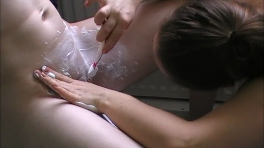[SD] red heaven media they shave each other full film Red Heaven Media - ManyVids-00:10:54 | Bisexual,Blonde,Lesbians,Shaving - 424,9 MB