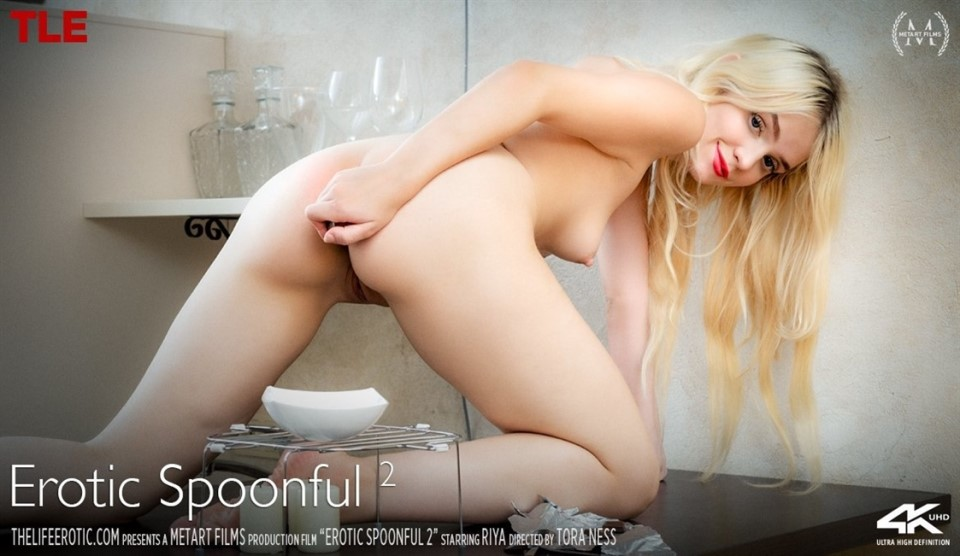 [4K Ultra HD] Riya - Erotic Spoonful 2 Riya - SiteRip-00:16:40 | Mirror, Blonde, Striptease, Kitchen, Indoors, Barefoot, Solo, Posing, Masturbation - 2,9 GB