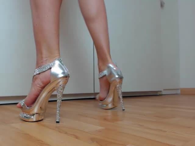 [SD] Spanishstar Walking On 12 Heels Spanishstar - ManyVids-00:22:25 | High Heels,Long Toes,Pointed Toes,Toe Fetish,MILF - 126,1 MB