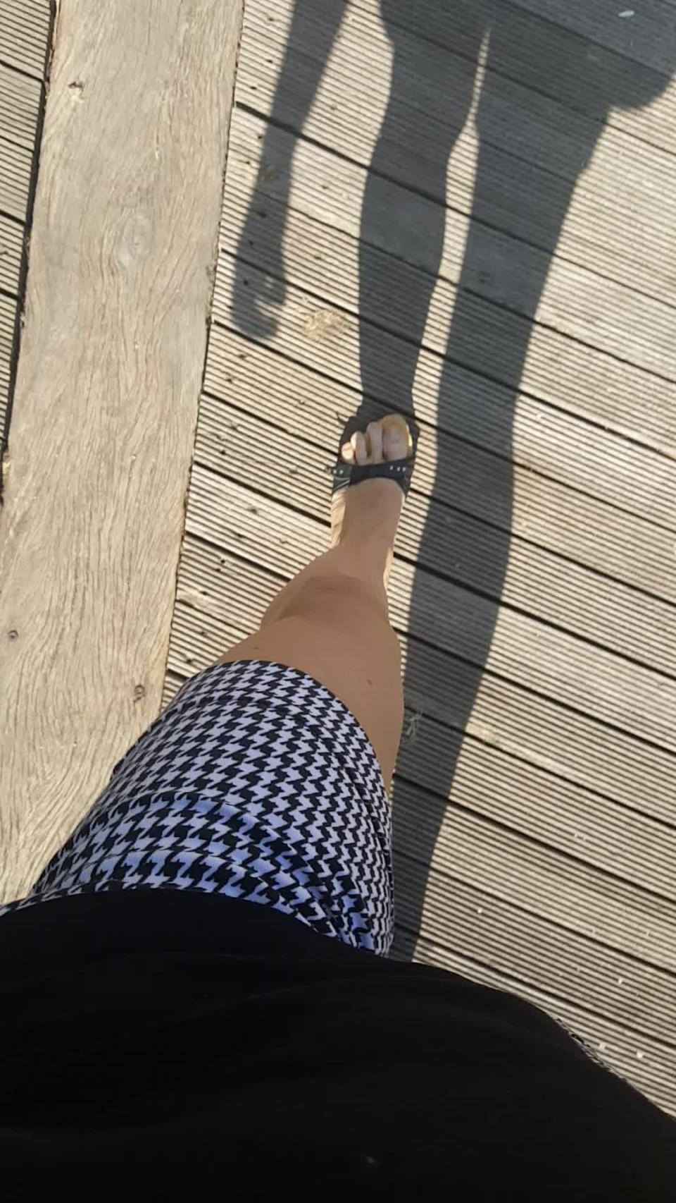 [Full HD] spanishstar walking with my wood mules pov spanishstar - ManyVids-00:05:08 | Feet,Shoe Fetish,Toe Fetish,Toenail Fetish,MILF - 634,6 MB