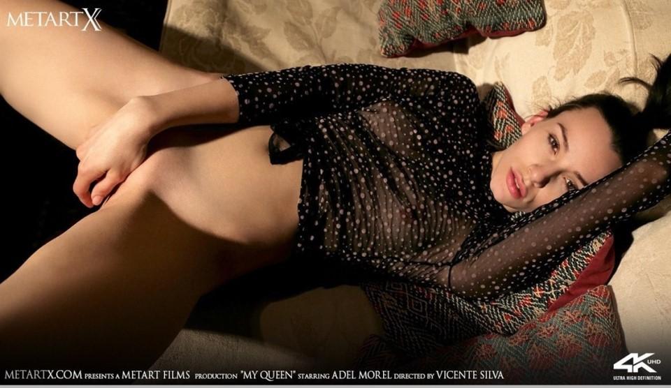 [4K Ultra HD] Adel Morel - My Queen Adel Morel - SiteRip-00:15:02 | Bodysuit, Masturbation, Striptease, Solo, Couch, Posing, Barefoot, Breasts, Indoors, Bbrunette - 2,7 GB