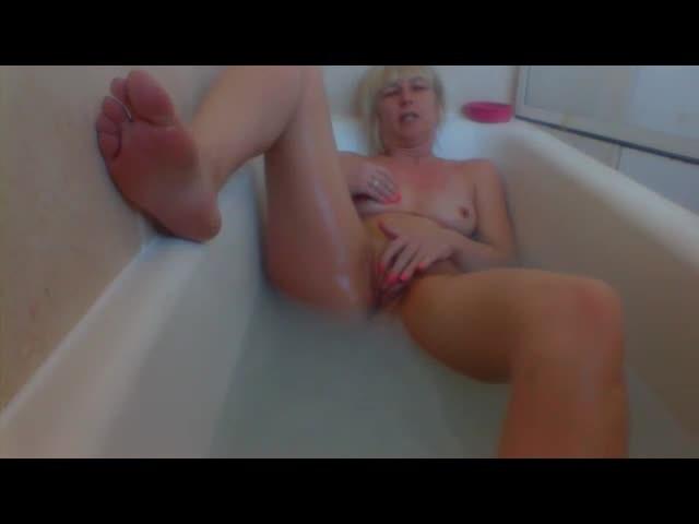 [SD] Angelfox Bath Time Yummy Angelfox - ManyVids-00:03:20 | Bathroom Sex,MILF,Blonde - 16 MB