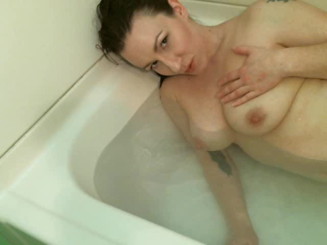 [SD] Appleroe Breast Milk Bath AppleRoe - ManyVids-00:05:45 | Bathtub Fetish,Big Boobs,Lactating,MILF,Nipples - 46 MB