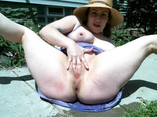 [SD] Appleroe Watering The Lawn With My Tits And Pussy AppleRoe - ManyVids-00:03:04 | Lactating,Outdoors,Public Nudity,Public Outdoor,Squirting - 30,3 MB