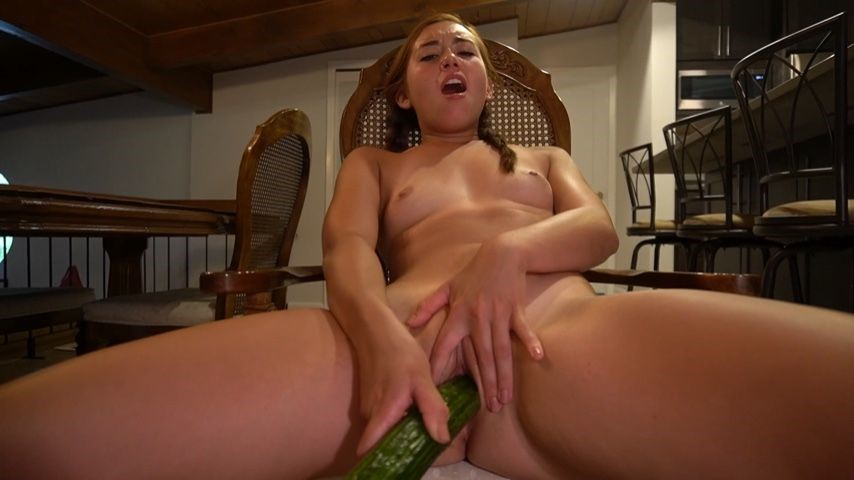 [Full HD] Brandibraids Horny Vegan Slut Fucks Huge Cucumber BrandiBraids - ManyVids-00:06:47 | Apron Fetish,Cooking,Food Masturbation,Solo Masturbation,Vegan - 171,2 MB