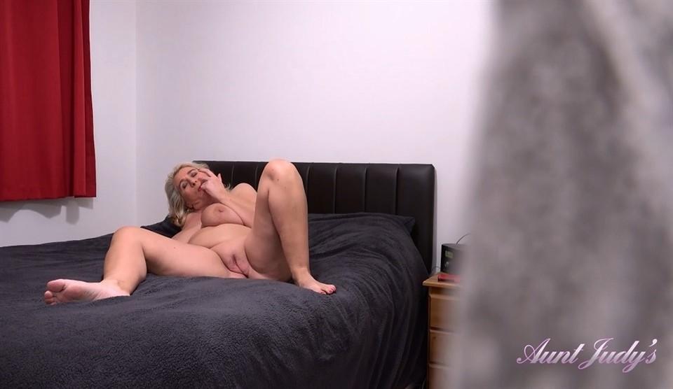 [Full HD] Camilla Creampie - Spying On Auntie Camilla Camilla Creampie (EU) (47) - SiteRip-00:20:21 | Pantyhose, Over 40, Milf, Masturbation, Voyeurism, Big Tits, Blondes, Shaved Pussy - 1,1 GB