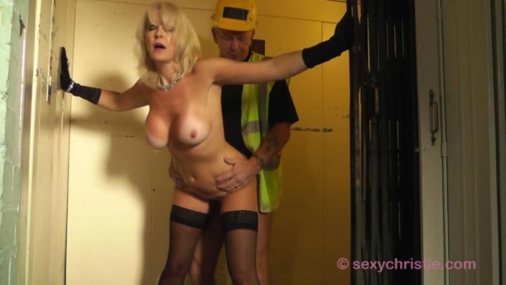 [Full HD] Christiemilf Builder Fucks Posh Woman In Elevator ChristieMILF - ManyVids-00:09:07 | Fucking,Exhibitionism,Fantasy,Deepthroat,Doggystyle - 159,1 MB