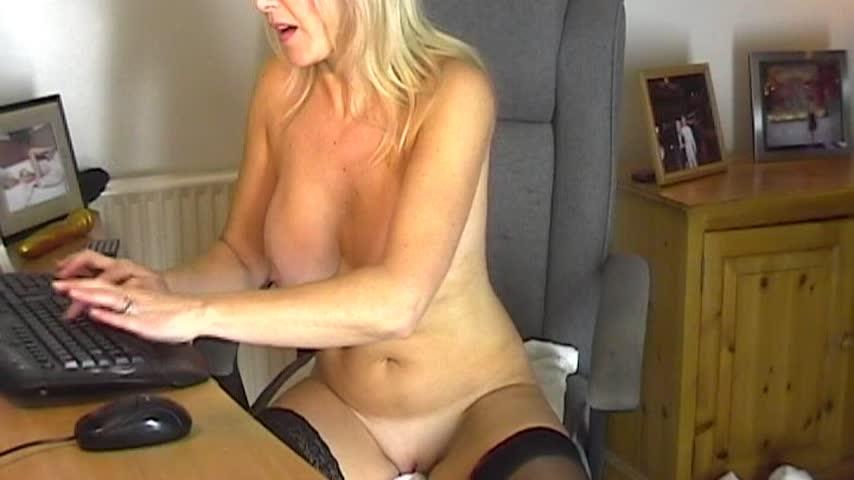 [SD] christiemilf frigging and toying myself on webcam ChristieMILF - ManyVids-00:11:37 | Webcam,Dildo Fucking,Voyeur - 345,6 MB