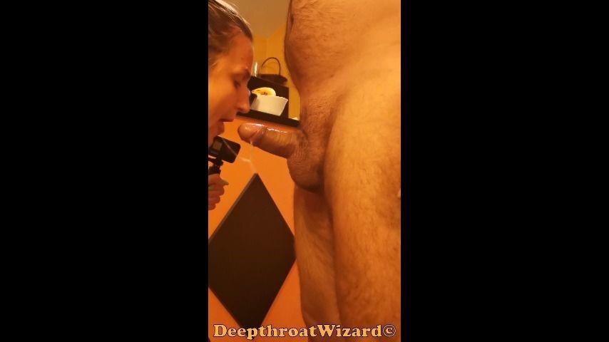 [SD] Deepthroatwizard He Made Me Suck His Dick And Do Selfie DeepthroatWizard - ManyVids-00:11:30   Blow Jobs,Deepthroat,Face Fucking,Gagging,Throat Fucking - 300,2 MB