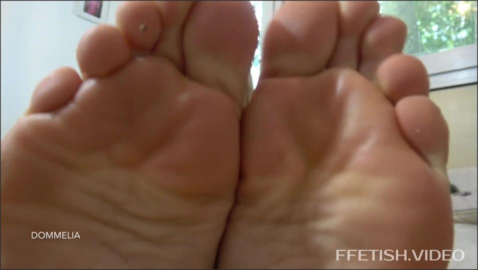 [Full HD] Dommelia - Jerk For My Feet Goddess Dommelia - Manyvids-00:07:50   Size - 298,6 MB