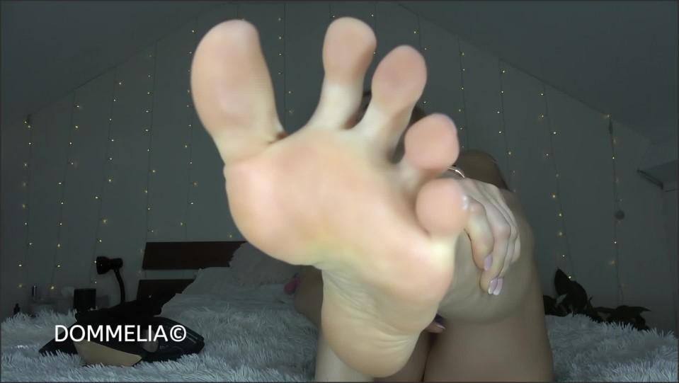 [Full HD] Dommelia - Stinkiest Feet Ever Goddess Dommelia - Manyvids-00:09:57   Size - 729,6 MB