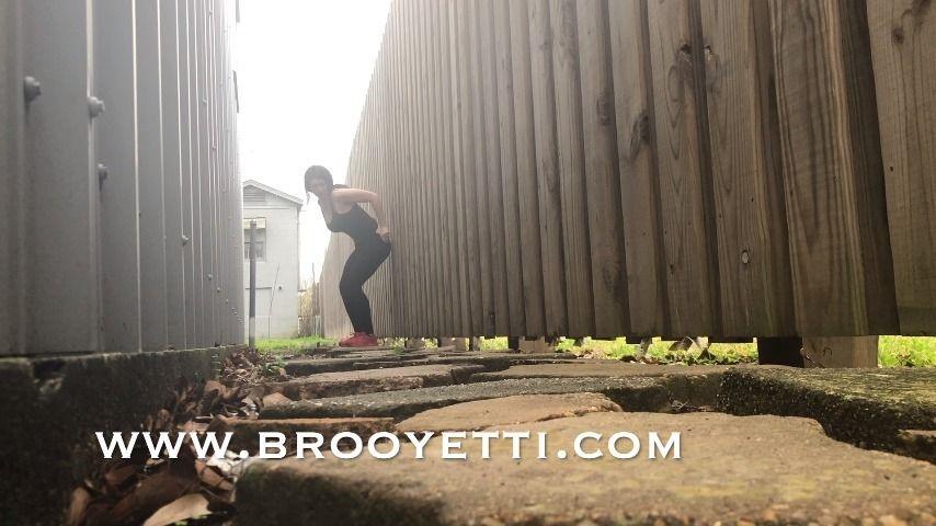 [Full HD] Iamyetti Ing Outside Iamyetti - ManyVids-00:01:17 | Pee,Outdoors,Leggings,Brunette,Public Outdoor - 186,3 MB