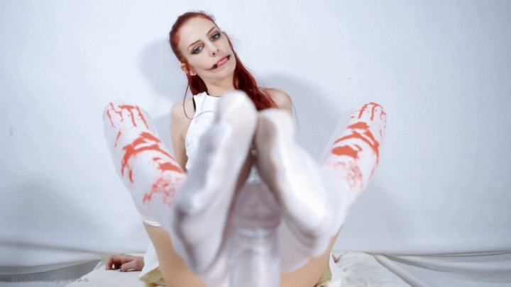 [Full HD] kitty moon kuchisake onna nylon foot job halloween Kitty Moon - ManyVids-00:09:02 | Cosplay,Costume,Feet,Foot Fetish,Footjobs - 521,4 MB