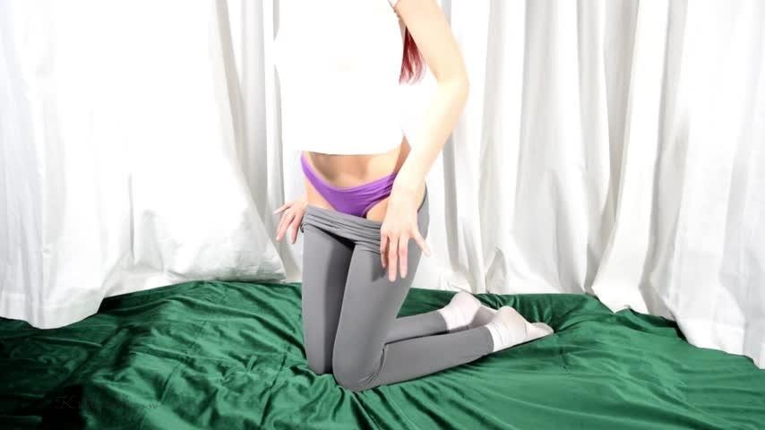 [Full HD] Kitty Moon Purple Panty Sniffer And Stuffer Kitty Moon - ManyVids-00:14:14 | Panty Fetish,Panty Stuffing,Thong Fetish,Masturbation,Redhead - 827,3 MB