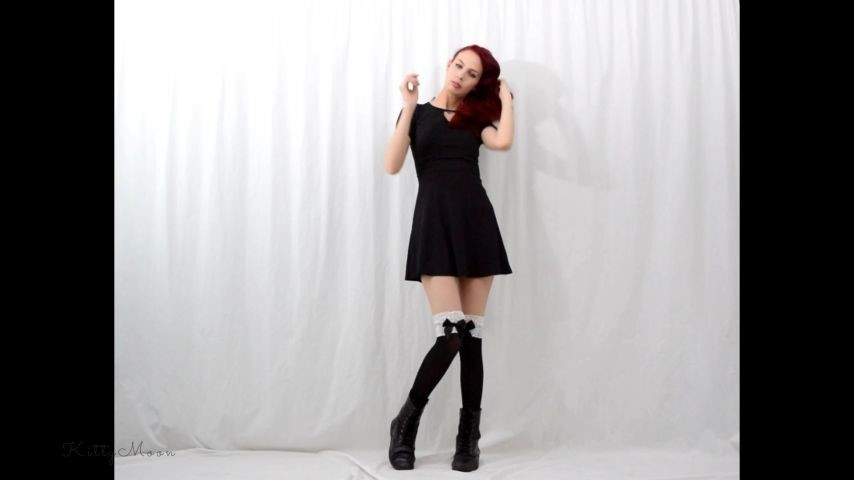 [Full HD] Kitty Moon Striptease Gagging Cum On Tits Custom Kitty Moon - ManyVids-00:11:59 | Blowjob,Gagging,Redhead,Skinny Women,Kink - 700,1 MB