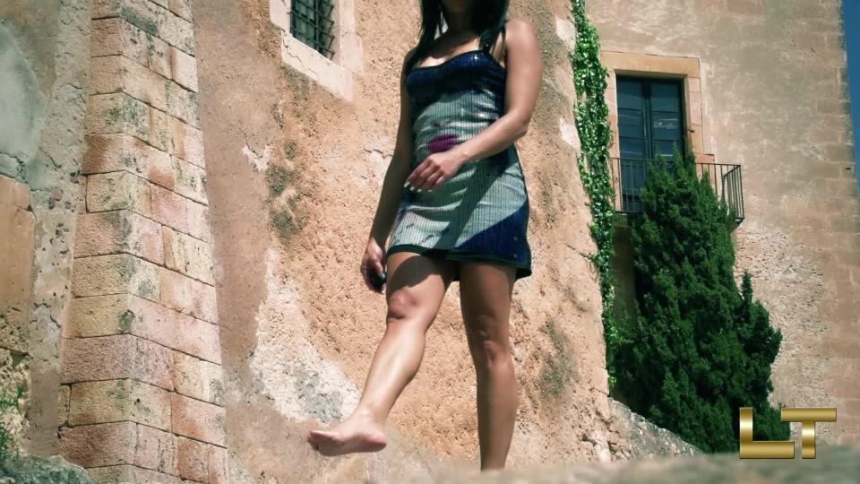 [Full HD] Lara Tinelli Public Summer Day Lara Tinelli - ManyVids-00:11:53 | Barefoot,Exhibitionism,Pornstars,Public Flashing,Public Outdoor - 1,3 GB