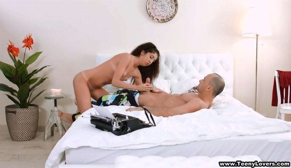 [HD] Leah - NEVER TOO BUSY TO FUCK Mix - SiteRip-00:22:04 | Oral, Amateur, Brunette, Shaved, All Sex, Creampie - 319,1 MB