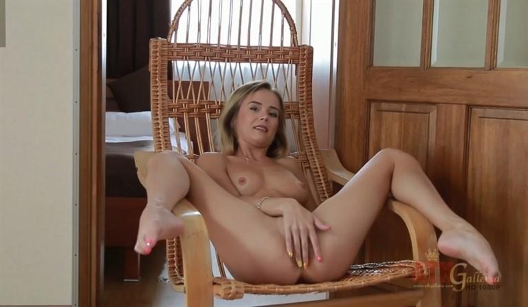 [Full HD] Marlen. 350785 Mix - SiteRip-00:21:06 | Posing, Masturbation, Flexible, Gymnastics - 926 MB