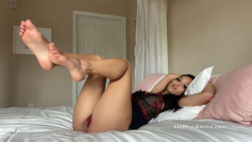 [Full HD] Miss Amina Sneaky Girlfriend Foot Mesmerize Miss Amina - ManyVids-00:05:56 | Mesmerize,GFE,Foot Fetish,POV Foot Worship,SFW - 104,6 MB