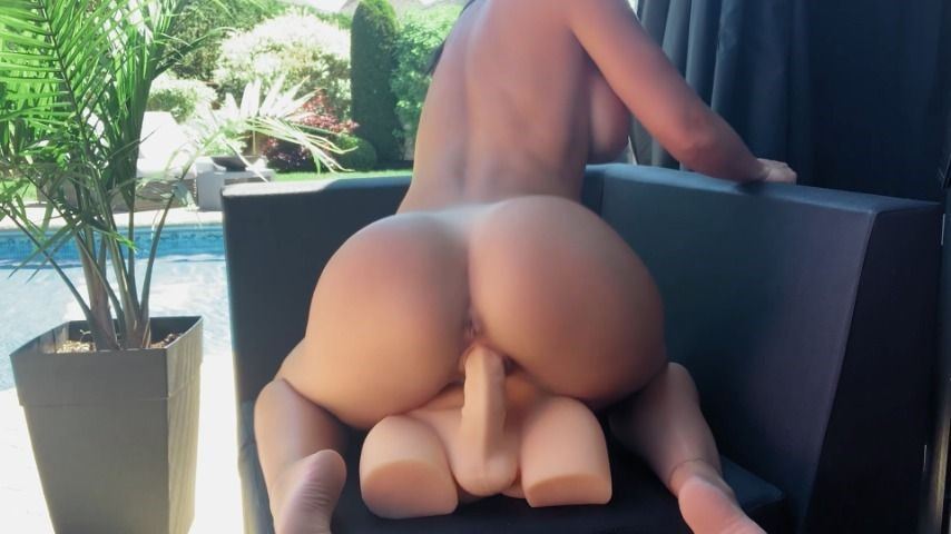 [Full HD] Miss Lexa Riding My Roommate Outdoors By The Pool Miss_Lexa - ManyVids-00:10:55 | Big Ass,Big Boobs,Amateur,Outdoors,Fitness - 1,3 GB