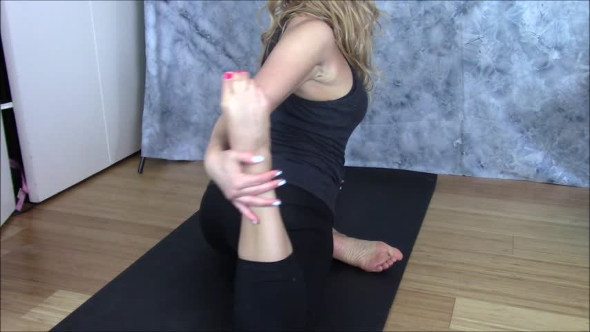 [Full HD] Nadia Layne Yoga Teaching And Fucking A Younger Student Nadia Layne Yoga - ManyVids-00:19:24 | Boob Bouncing,Older Woman / Younger Man .,Thong Fetish,Yoga Pants,Yoga - 597,5 MB