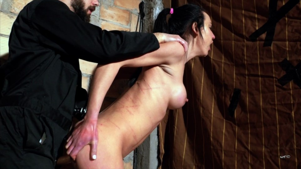 [4K Ultra HD] Nataly Gold - COCK UP HER ASS, HAND INSIDE HER THROAT. 6 Nataly Gold - SiteRip-00:19:34 | Submissive Slut, Deep Throat, Creampie, Anal, Face Fucking, Ass To Mouth - 1,4 GB