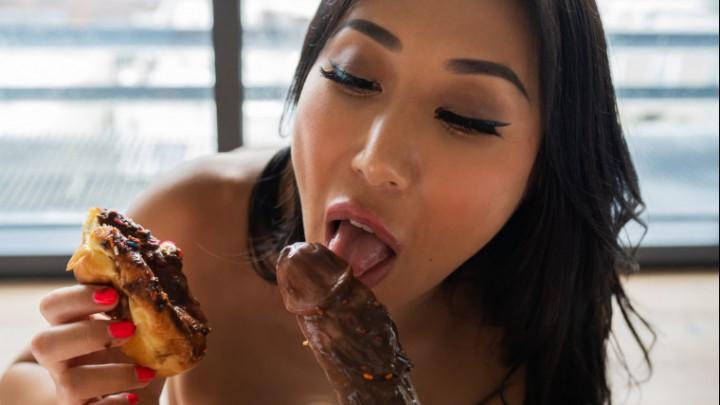 [Full HD] Nicoledoshi Donut And Cock My Kind Of Breakfast Nicoledoshi - ManyVids-00:05:05 | Asian,Blowjob,Food,Food Porn,POV - 376,2 MB