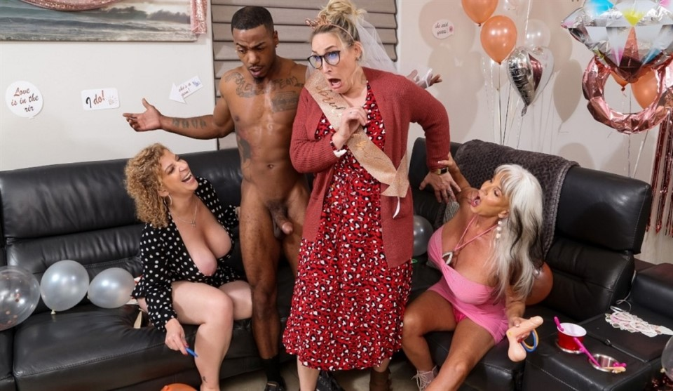 [HD] Sara Jay, Sally D'Angelo - Double Dip On The Magic Stick Sara Jay, Sally D'Angelo - SiteRip-00:38:35 | IR, Blowjob, Sex Toys, Threesome, All Sex, MILF, Big Tits, Dildo, Facial - 527,8 MB