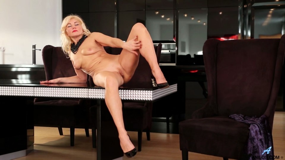 [Full HD] Sylvie - Classic Beauty Mix - SiteRip-00:17:24 | Solo, Medium Boobs, Puffy Nipples, Shaved Pussy, Fair Skin, Blonde, Long Hair - 929 MB