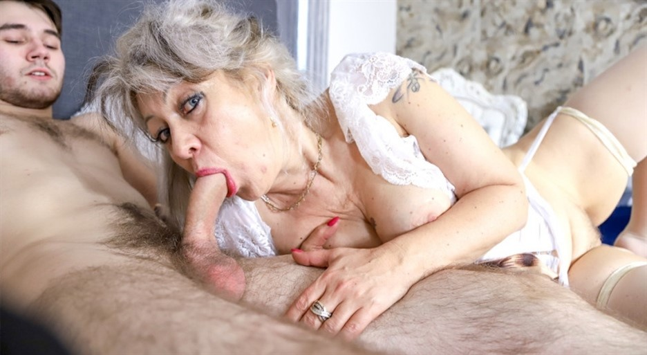 [Full HD] Veronique. Cheating classy granny Veronique - SiteRip-00:26:41 | Mature, Hardcore, Stockings, Older women, Young Old, Handjob, Blowjob, Masturbating, Grey hair, Pussy fingering, Old vs Yo...