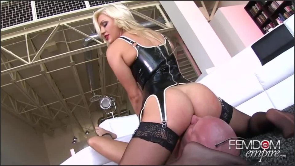 [HD] Cameron Dee - Suffer Under my Ass Cameron Dee - SiteRip-00:09:20 | Pussy Worship, Stockings, Facesitting, Femdom, Cunnilingus, Smother - 334,5 MB