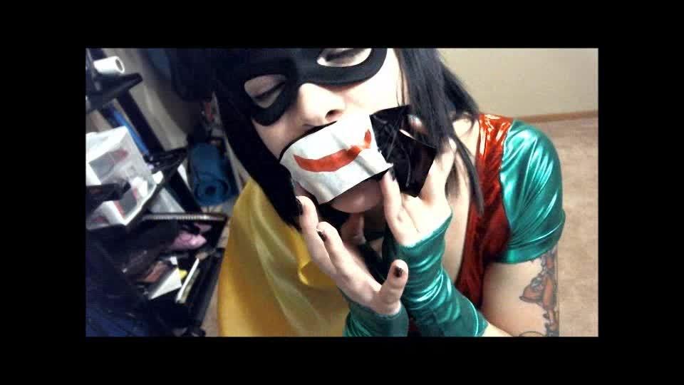 [SD] Cassandra Cain Joker Got Robin Cassandra Cain - ManyVids-00:08:45 | Bondage Restraints,Cosplay,Dildo Fucking,Struggling,Tape Bondage - 70 MB