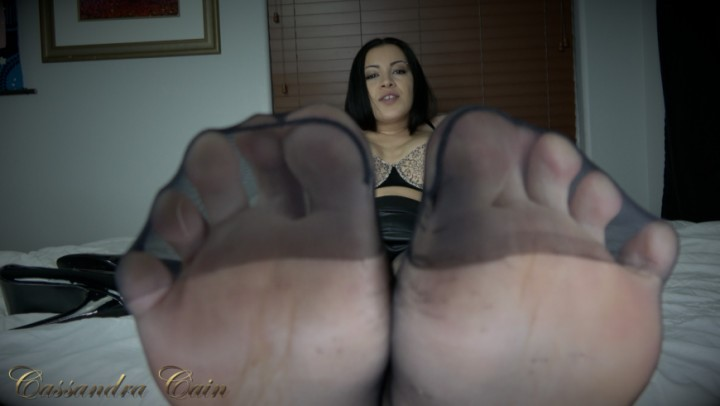 [4K Ultra HD] cassandra cain pantyhose foot worship joi Cassandra Cain - ManyVids-00:08:46 | Pantyhose,Nylon Worship,Foot Fetish,Dangling,High Heels,SFW - 1,2 GB