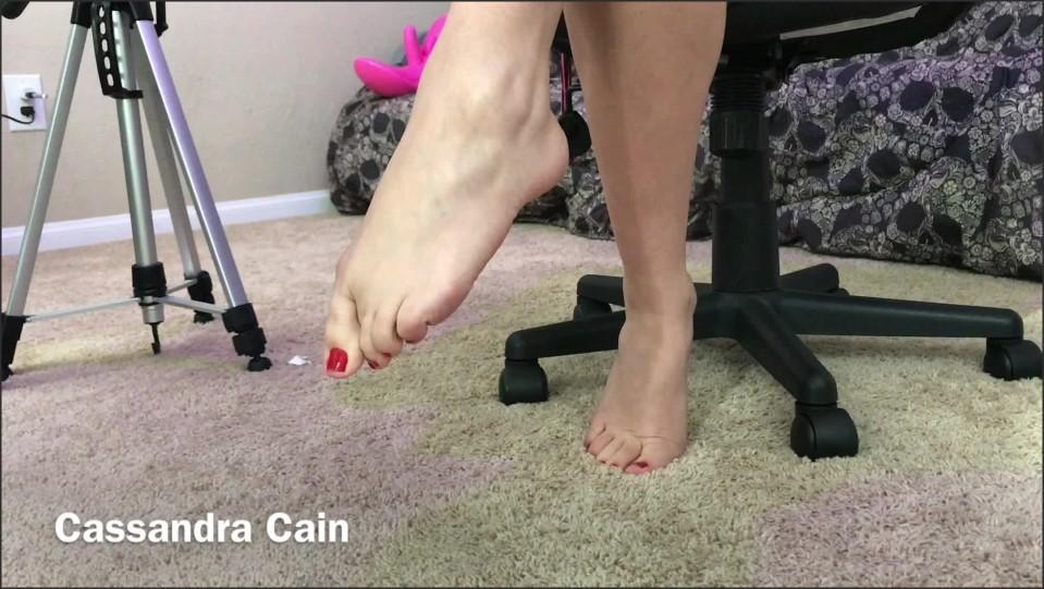 [Full HD] Cassandra Cain Under Desk Ignore Foot Fetish Cassandra Cain - ManyVids-00:03:02   Feet,Foot Fetish,Foot Worship,Latina - 233,9 MB