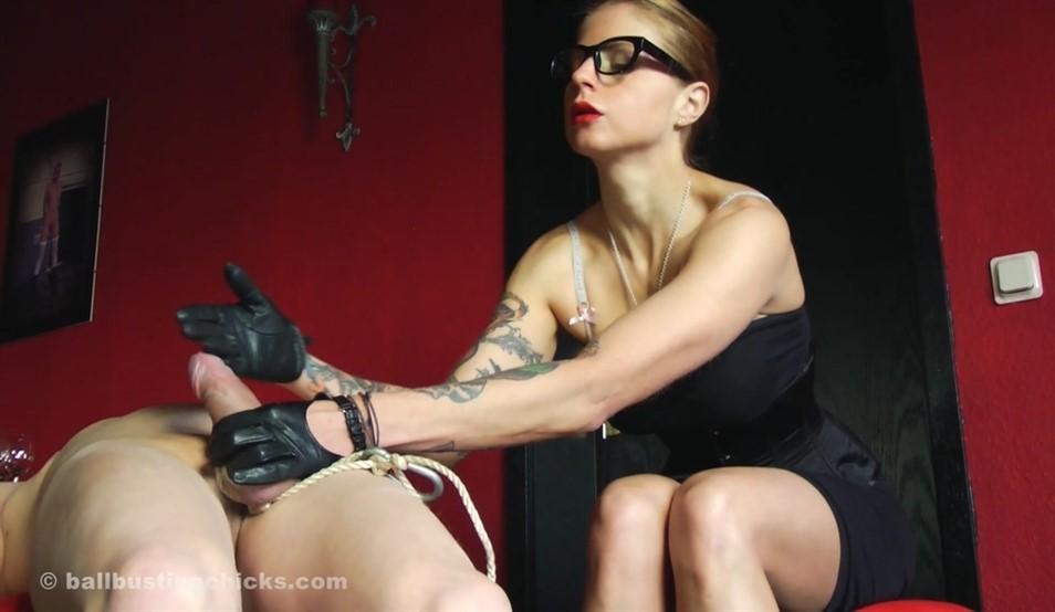 [Full HD] Domina Hera. Harassing And Punishing Her Servant Domina Hera - SiteRip-00:15:28 | Domination, Ball Abuse, Brat Girls, Legs, High Heels, CBT, Femdom - 597 MB