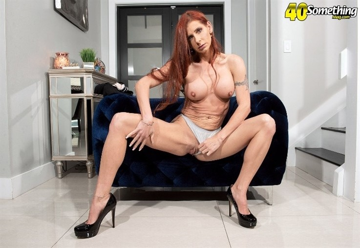 [4K Ultra HD] Gabby Lamb - MILF Gabby Lamb Stretches Out 30.03.21 Gabby Lamb - SiteRip-00:15:14 | Toy, MILF, Redhead, Mature, Masturbation, Solo - 1,7 GB