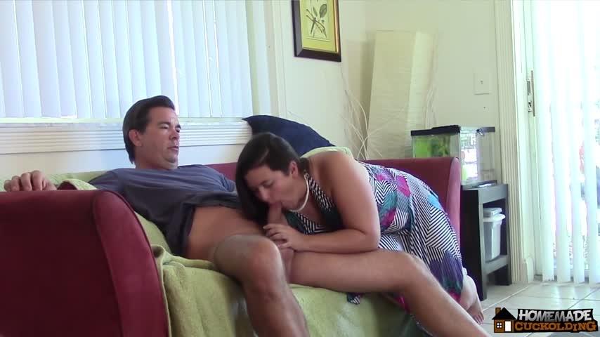 [Full HD] Homemade Cuckolding Phoenix 25 Giving John A Blowjob Homemade Cuckolding - ManyVids-00:14:27 | Blowjob,Cuckolding,Home Video,Hot Wives,Strangers - 846,4 MB